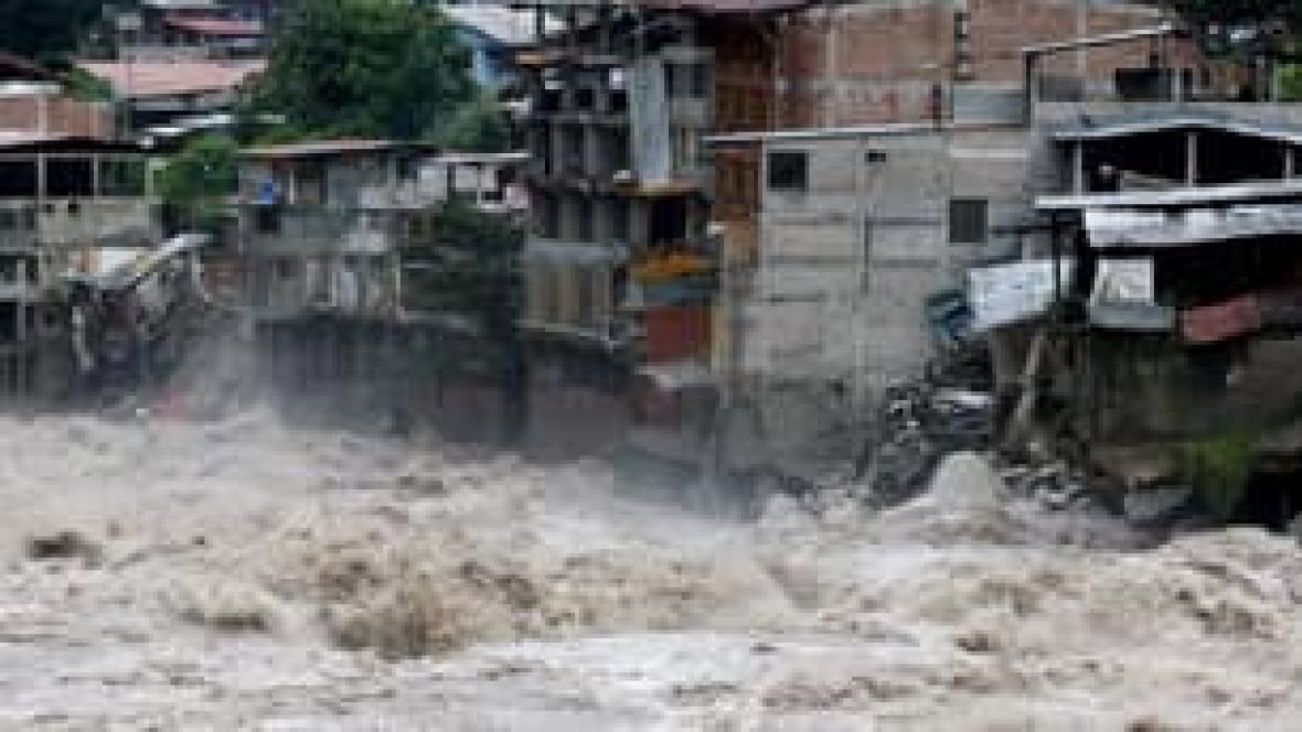 975 more tourists rescued from Peru mudslides - World ...