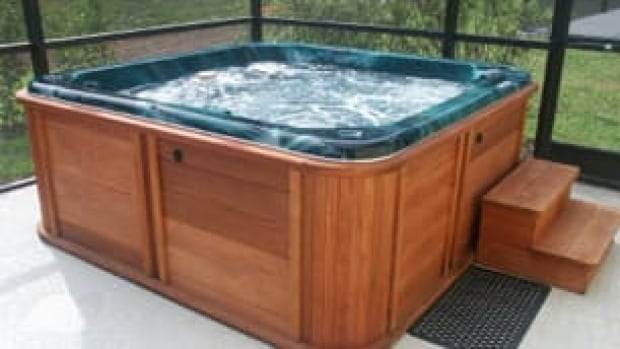Kelowna RCMP are looking for a couple caught on camera having sex in a homeowner's hot tub.