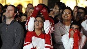 bc-100222-hockey-fans