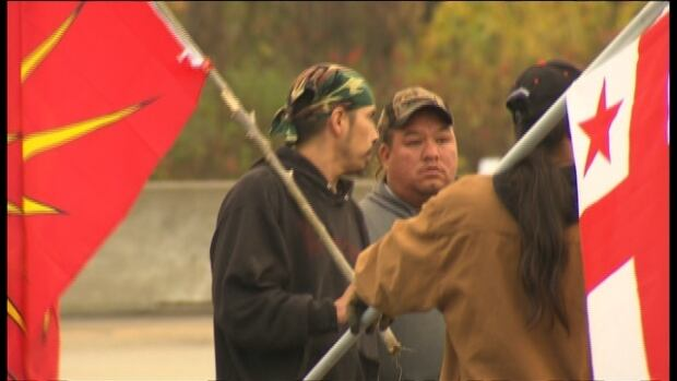Members of the Mohawk community in Kahnawake disrupted traffic Friday morning and distributed information on shale gas fracking.