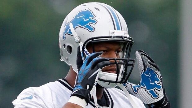 Detroit Lions defensive tackle Ndamukong Suh was fined $100,000 US for an illegal block on Minnesota centre John Sullivan in Week 1 during an interception return.
