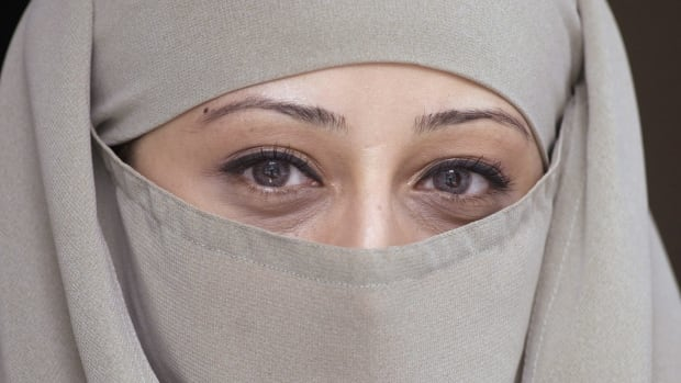 The Conservative government has reintroduced legislation to ban the wearing of face-coverings, such as the niqab, during citizenship ceremonies.