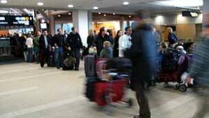 bc-081222-vancouver-airport-delays-2