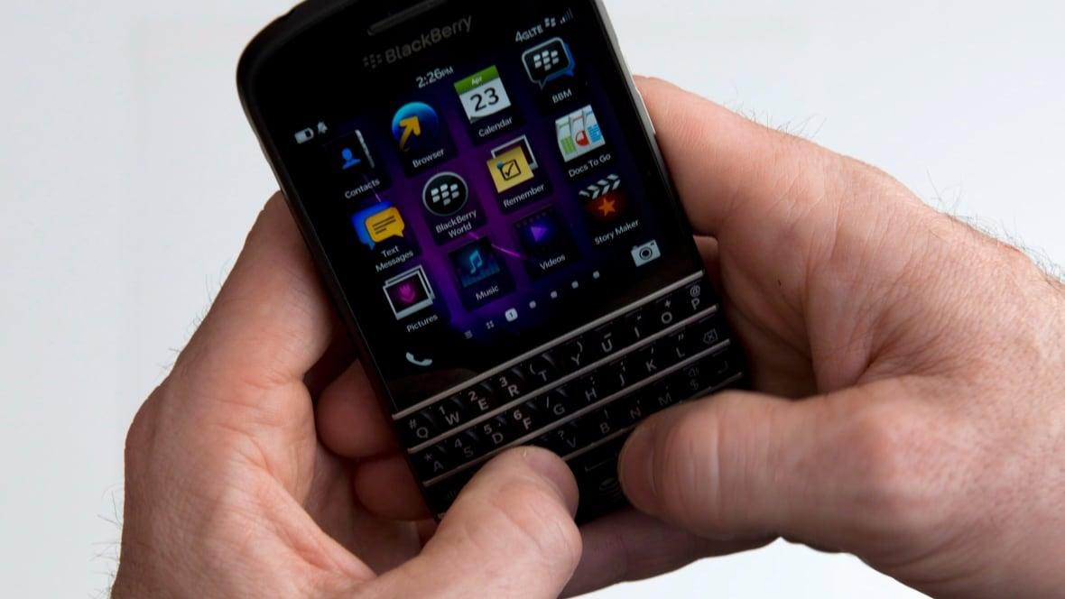 BlackBerry's 5-star BBM app reviews reportedly fake ...