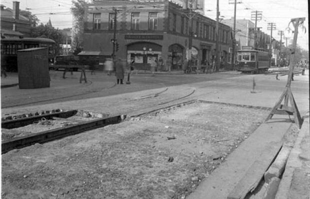 Toronto Archives photo of Bay Street construction