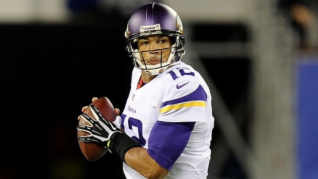 Quarterback Josh Freeman #12 of the Minnesota Vikings looks to pass against the New York Giants during a game at MetLife Stadium on October 21, 2013 in East Rutherford, New Jersey.