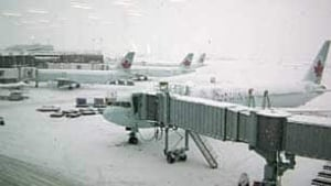 bc-081222-vancouver-airport-snowstorm