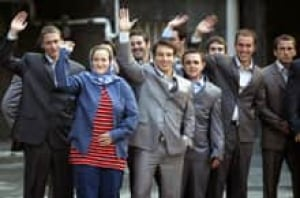 british-host-waving_cp_124544