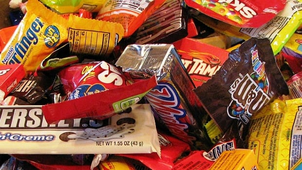 A woman in Fargo, N.D., intends to hand out notes about obesity, rather than candy, to kids she believes are overweight.