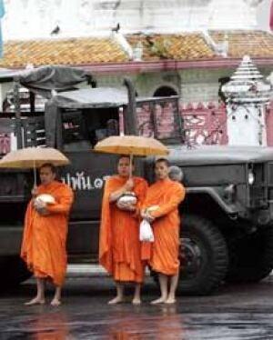 thai-monks-mil-truck_cp_10777948