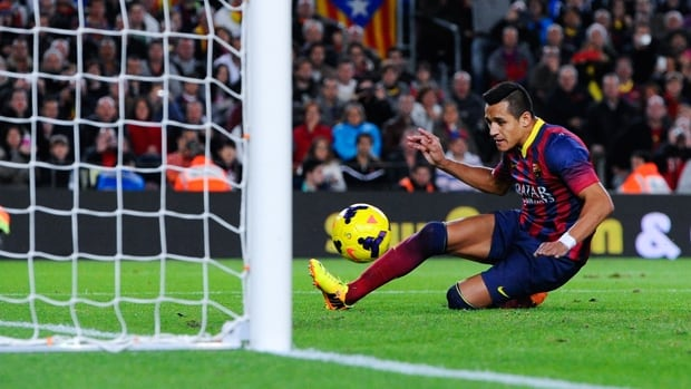 Alexis Sanchez of Barcelona scores against Espanyol on Thursday to maintain the team's impressive start under new coach Gerardo Martino, collecting 34 of a possible 36 points.