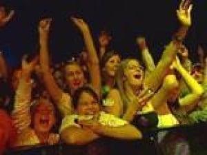 pe-peas-crowd