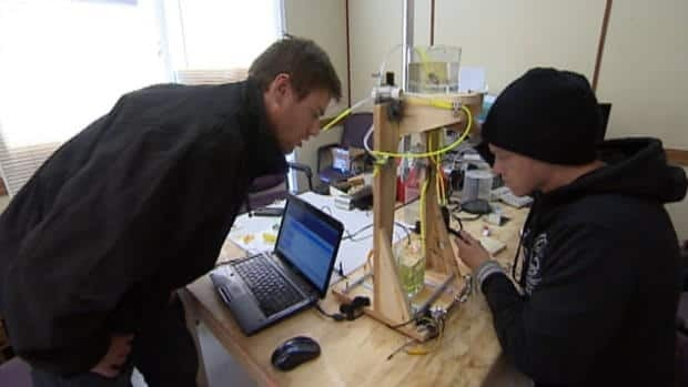 Canadian invents affordable 3D printer