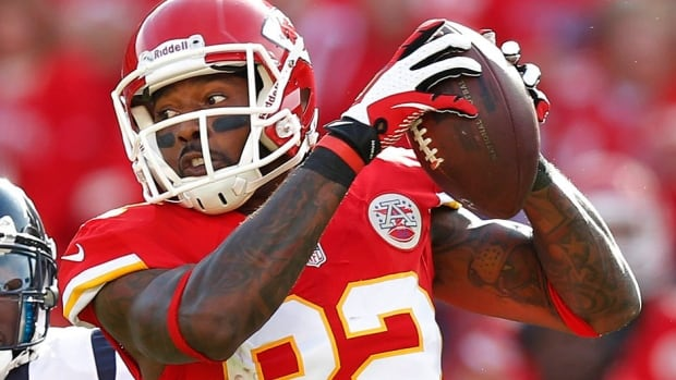 Chiefs wide receiver Dwayne Bowe was pulled over for going about 77 kilometres per hour (48 miles per hour) in a 56 kph (35 mph) zone and having two containers containing marijuana in his car.