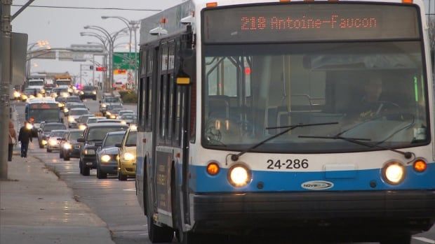 St. John's Boulevard in Dollard-des-Ormeaux has a southbound reserved bus lane in the mornings and a northbound bus lane in the evenings to help alleviate traffic.