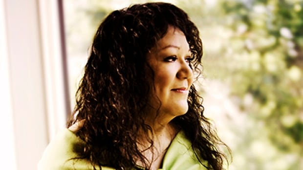 "Rhonda Head's new CD Nikumoon, which means ""sing"" in Cree, takes her in a different musical direction."