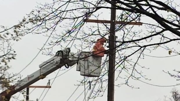 Hydro crews are working to re-establish power to thousands of customers across Quebec.