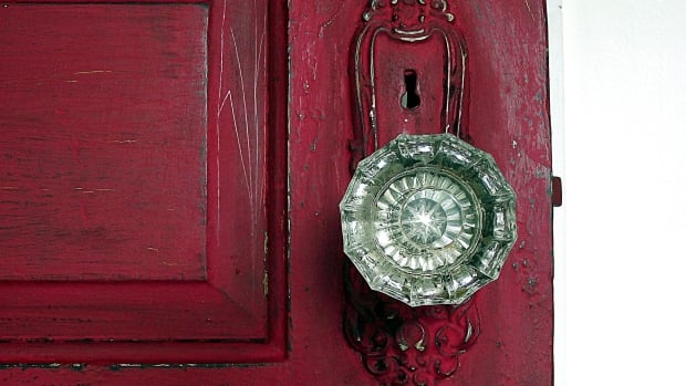 Vancouver was the first city in Canada to ban doorknobs.
