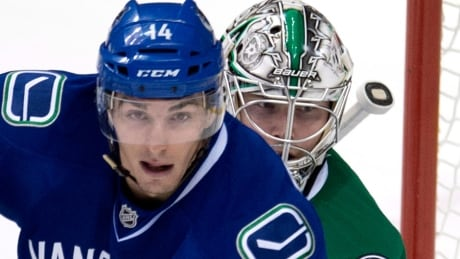 Canucks' Alex Burrows out indefinitely with broken jaw