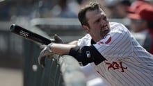 Veteran slugger Paul Konerko re-signs with White Sox