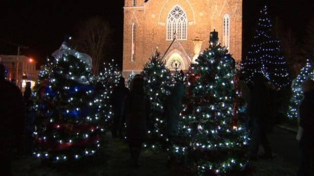 Lac-Mégantic decorates Christmas trees for those lost - Montreal ...