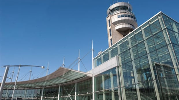 About 260 maintenance workers at Aéroports de Montréal have voted in favour of strike action to speed up contract talks.