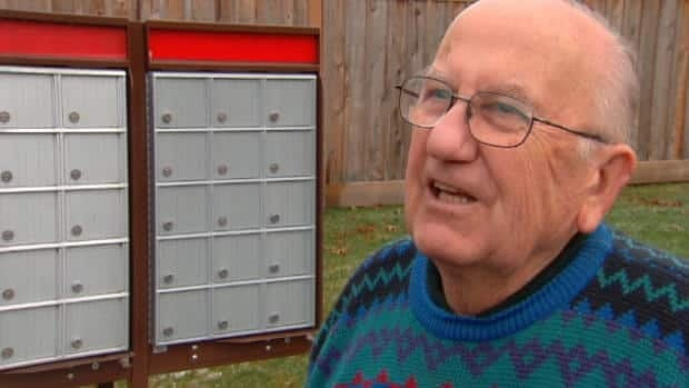 Canadians react to mail service changes