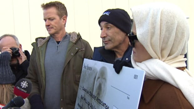 Hollywood producer Sam Simon and Baywatch star Pamela Anderson organized a news conference Tuesday outside the building where the Canadian Sealers Association has an office.