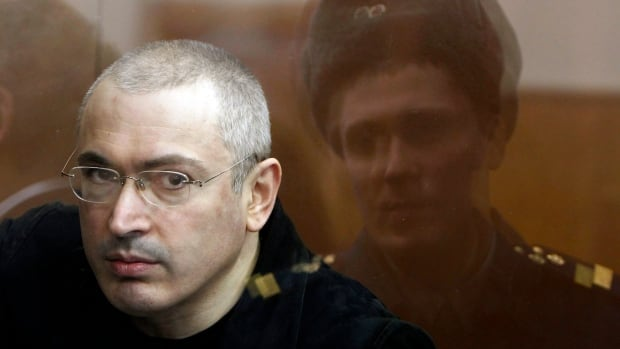 Former oil tycoon Mikhail Khodorkovsky is applying to live in Switzerland.