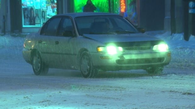 Road conditions in Montreal and elsewhere in Quebec will be challenging for drivers over the course of the weekend as snow, freezing rain and ice pellets fall.