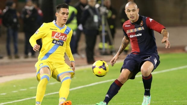 Napoli forward Jose Maria Callejon, left, fights for the ball with Cagliari midfielder Radja Nainggolan on Saturday.