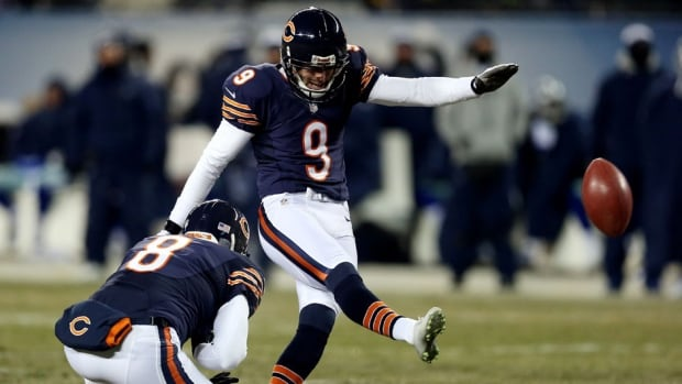 Bears kicker Robbie Gould's extension with the club will keep him in Chicago through the 2017 season.