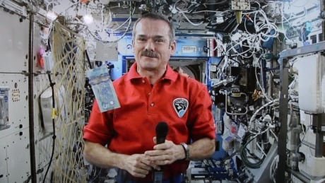Space Hadfield China 20131228