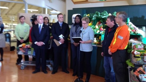Ontario Premier Kathleen Wynne announces a compensation plan for people who lost food to spoilage during last week's ice storm.