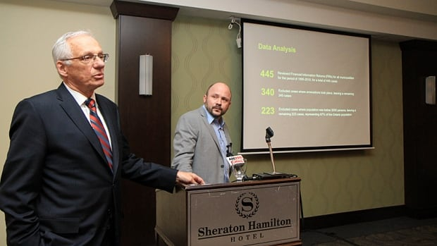 Mayor Bob Bratina, left, hosted Prof. Tim Cobban from Western University on Wednesday. Cobban presented his research showing that amalgamated municipalities hire new employees at twice the rate of municipalities that haven't restructured.