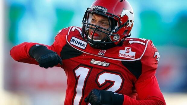 The Stampeders on Friday announced they had re-signed linebacker Juwan Simpson, who was named a CFL West all-star for the third time in 2013 after recording 56 tackles, six sacks, one interception, two forced fumbles, one fumble recovery and six pass knockdowns.