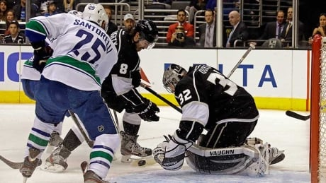Jonathan Quick, Kings earn gritty shutout win over Canucks