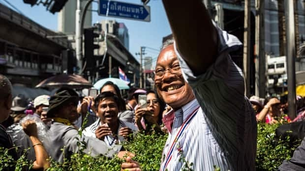 Thai protesters target homes of officials