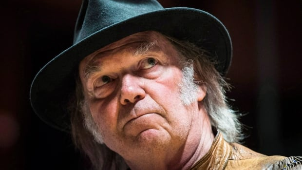Singer Neil Young has faced criticism over his comments that compared the landscape around the oilsands to that of Hiroshima after the atomic bomb.
