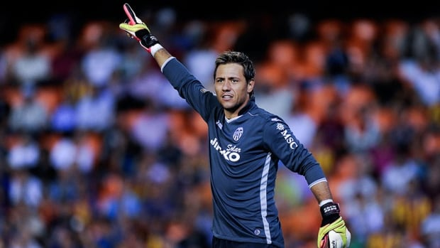 Valencia goalkeeper Diego Alves helped preserve a draw against Malaga with quick reaction saves against Roque Santa Cruz and Pablo Perez.