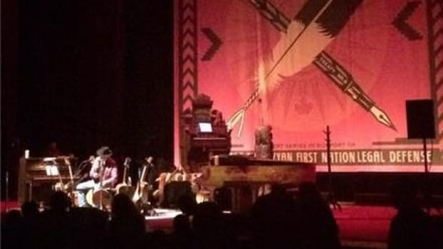 skpic neil young concert