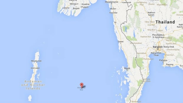 Twenty one local tourists have died after a tourist boat sank off India's Andaman and Nicobar Islands.