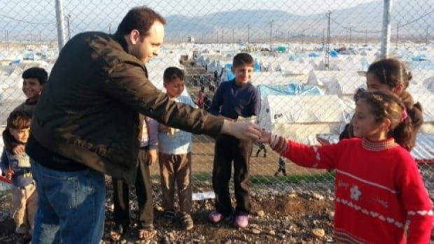 Syrian-Montrealer Faisal Alazam meets refugee children in a camp on the Turkish border.
