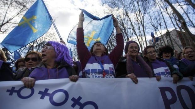 Thousands of people march to protest a government plan to limit abortions in Madrid February 1, 2014.  Andrea Comas