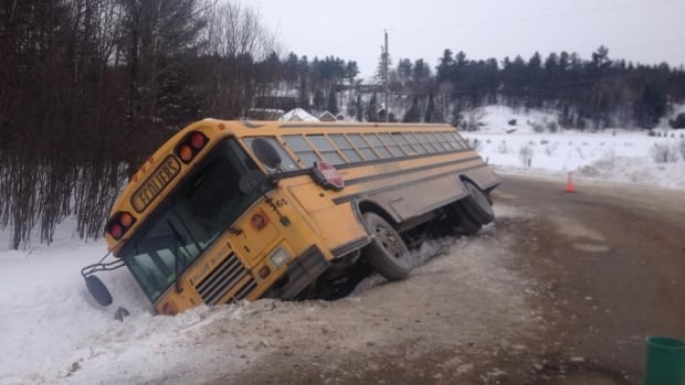 The driver of this school bus lost control while driving in Val-des-Monts, Que., on Wednesday, Feb. 5, 2014, injuring five children.