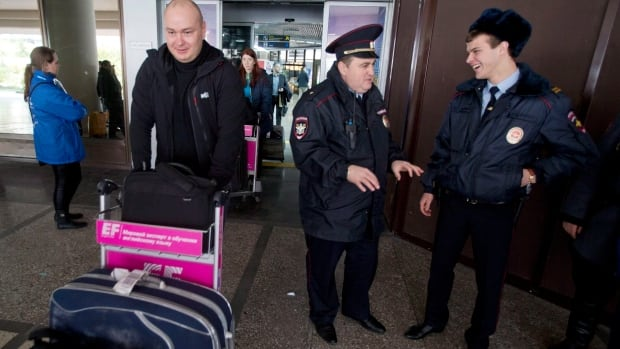 The U.S. issued a warning to airports and airlines flying to Russia that toothpaste tubes could hold ingredients to make a bomb on board a plane.