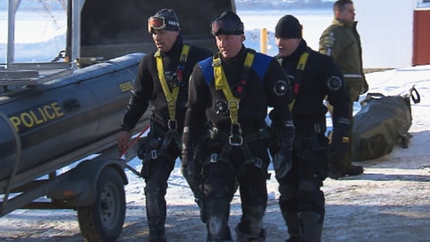 SQ divers searched the Manicouagan River in Baie-Comeau, Que., on Sunday morning, looking for a man who had disappeared Friday night after going ice fishing in the area.