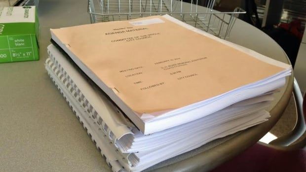 The days of toting hundreds of pages of paper to council will soon be gone for Thunder Bay councillors, as paper agendas will eliminated in the fall.
