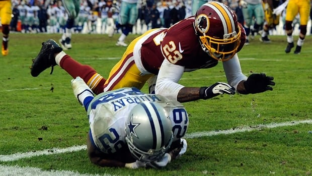 Cornerback DeAngelo Hall (23), seen covering DeMarco Murray of the Cowboys, is reportedly staying put with the Redskins.