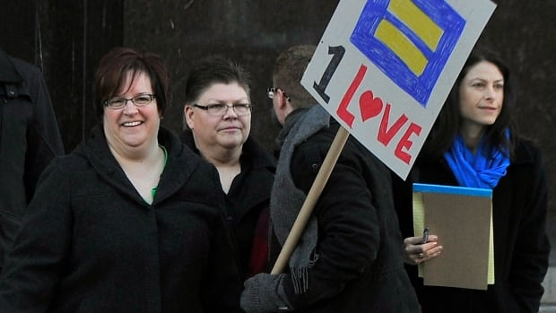 April DeBoer, far left, and Jayne Rowse enter federal court in Detroit with DeBoer's attorney, Dana Nessel, far right, before a trial that could overturn Michigan's ban on gay marriage.